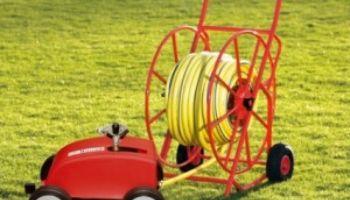 Sportplatzpflege: Regner für einen schönen Rasen