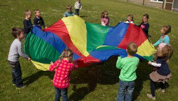 Schwungtuchspiele für Kinder-Gruppen