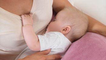 Unser Geschenketipp für werdende Mütter: Der Plüschmond