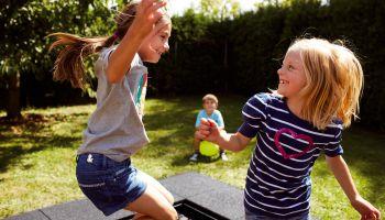 Bodentrampoline sind das Highlight auf jedem Kinderspielplatz