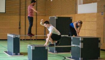 Hindernisparkours: Ninja-Sport schultauglich machen