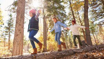 Bewegungsrallye: Spielidee für draußen