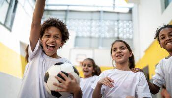 Sportspiele für den Sportunterricht mit Abstand