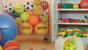Sporthallen für das nächste Schuljahr ausstatten