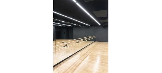 Spiegelwand mit integrierten Ballettstangen 2 Halter und 2 Stangen à 3 m, 3,00x2,00 m