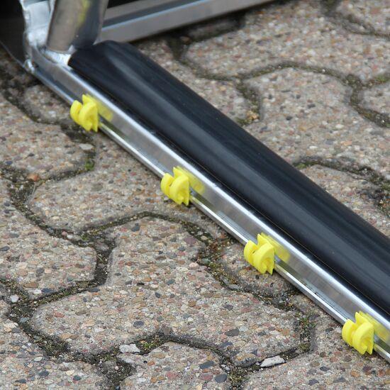 Hochklappbarer Bodenrahmen mit PlayersProtect für Jugend-Fußballtore Netztiefe 1,0 m