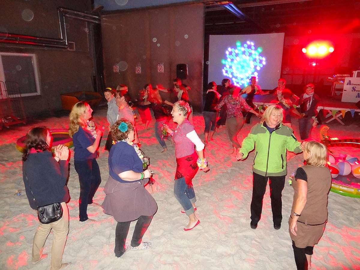 Mallorcaparty 2012: Mitarbeiter von Sport-Thieme feiern in Grasleben