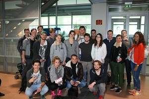 Die Teilnehmer der internationalen Exkursion am Hamburger Flughafen.
