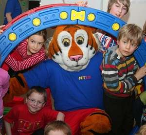 hakki NJT Turntiger mit Kindern im Hamsterrad